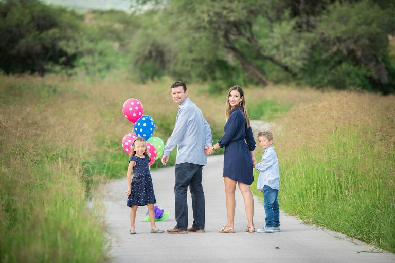 Fotografía de familia, globos.