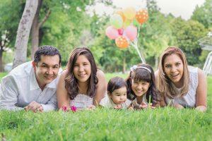 familia de tres hijas. Sesión de fotos familiar.