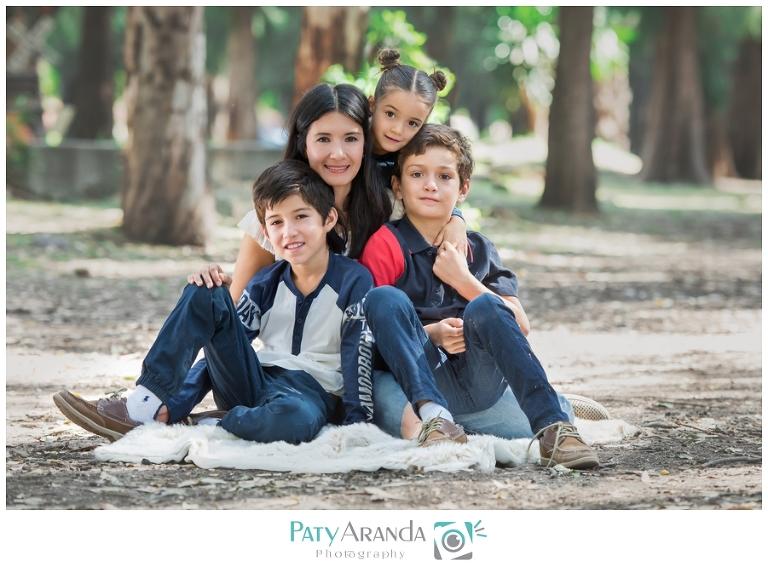 Fotografía de madre e hijos en León, Gto.